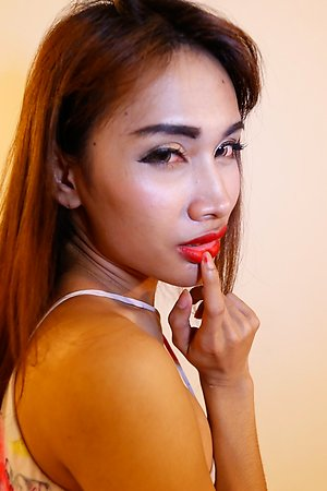 24 year old horny Thai ladyboy gets a facial from tourist